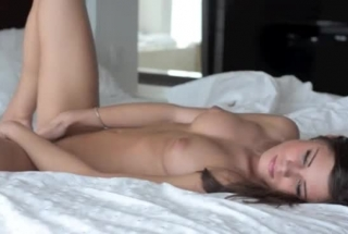 Racy Babe Shaved Her Pussy On The Couch While She Was Playing With Her New Kanseed Dildo