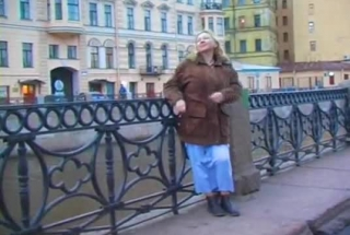 Mature Russian Masseuse Shaking Hands Open Or Blowing Her Client